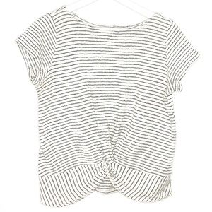 Short sleeve pin stripe knitted top.